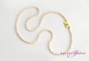 Perlenkette mit 18 Karat Gold und Brillanten