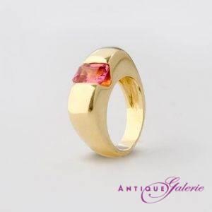 Ring 18 Karat Gold mit Burma-Stein