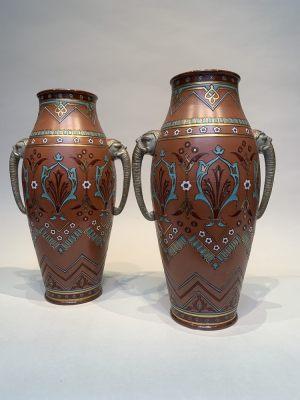 2 Vasen - Elefanten Vasen - V& B Mittlach - Chromolith - Jugendstil Art Novevau Keramik - Höhe 35 cm Breite 22 cm